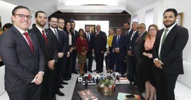 Radhamés Camacho aborda con sociedad civil y jóvenes empresarios los principales temas de la agenda priorizada