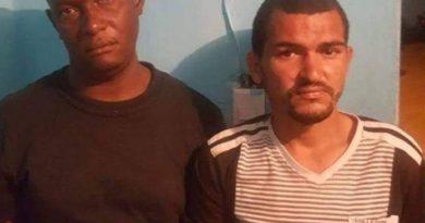 Imponen tres meses de coerción a dos hombres por robar cajas bebidas alcohólicas en Baní