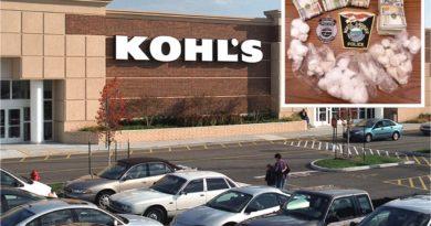 Dominicano usaba baño de una tienda en centro comercial de Massachusetts para traficar drogas