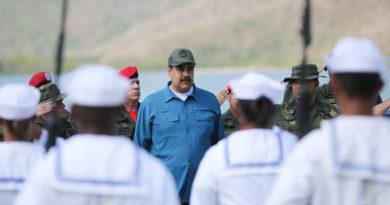 """Maduro anuncia la recogida de firmas para entregar a la Casa Blanca """"en rechazo a la intervención"""""""