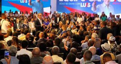 """Abinader: """"Vine a la política por pasión y ellos a buscar"""""""