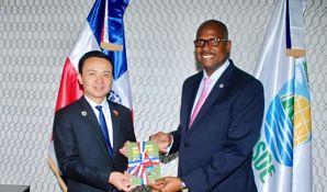 Alcalde Alfredo Martínez recibe visita de cortesía de Embajador de china, Zhang Run