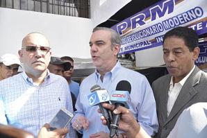 Luis Abinader encabeza jornada de trabajo en Santiago