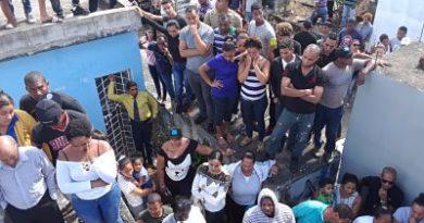 MUCHO DOLOR EN EL SEPELIO DE LA JOVEN FALLECIDA AYER EN ACCIDENTE EN LA AUTOPISTA DUARTE, VILLA SONADOR