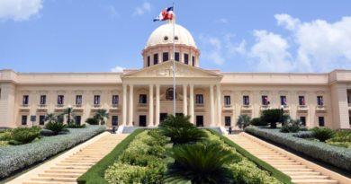 Presidente designa viceministro Administrativo del Minerd, cónsul y ministro consejero