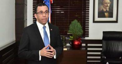 Según fuentes, Andrés Navarro habría renunciado como ministro de Educación; se enfocaría en proyecto político