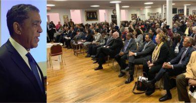 Espaillat reafirma lucha por inmigrantes en acto El Estado del Distrito y promete obras de infraestructura