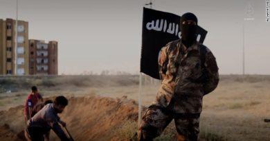 """PELIGRO :Atacantes suicidas, cohetes y francotiradores: cómo fueron los últimos días del """"califato"""" del ISIS"""