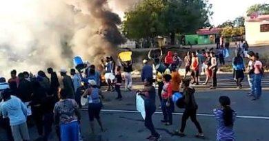 ALERTA ;Bloquean carretera Sánchez en demanda de agua potable