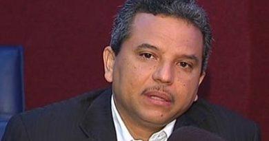 ATENCIÓN: Diputado Fidel Santana afirma intervienen teléfonos para extorsionar