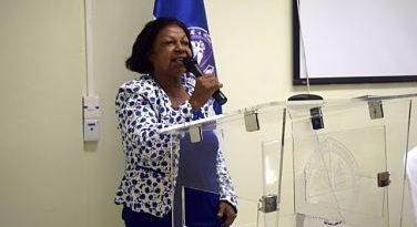 ATENCION :Maestra María Oviedo pone libro en circulación en Centro UASD San Juan
