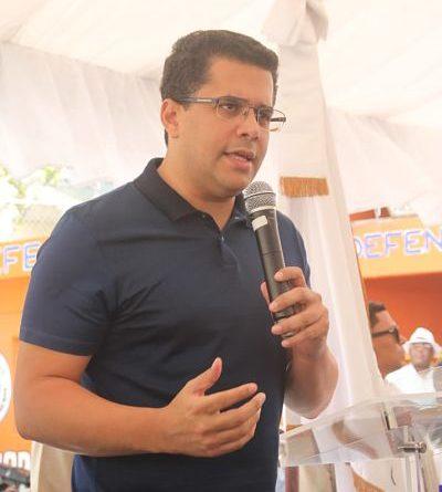 Alcalde Collado da el primer picazo para iniciar un conjunto de obras comunitarias en sector La Puya Los trabajos incluyen el drenaje pluvial para eliminar inundaciones.
