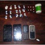 Apresan hombre con 23 porciones de presunta cocaína y crack y cuatro celulares en Santiago Rodríguez.