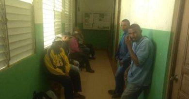 Continúa ocupación Oficinas del IAD por parte campesinos de Los Cerros de Aminilla