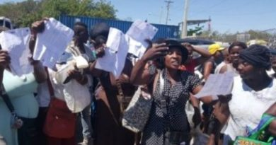 DAJABON: Comerciantes haitianos ven abuso cobros bultos llevan al mercado
