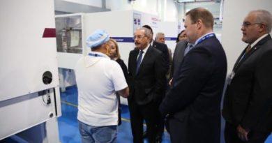 Danilo asiste a la inauguración de manufacturera HAYCO