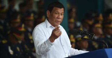 """Dios les dio un pene"""": Rodrigo Duterte insta a las mujeres a mantenerse lejos de los curas"""