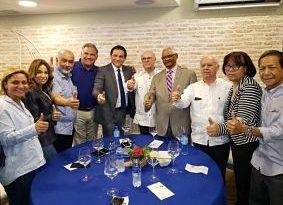 """EFECTO DE SUSTO : Dos médicos """"desconocidos"""" encabezarían boleta electoral PRM en Santiago"""