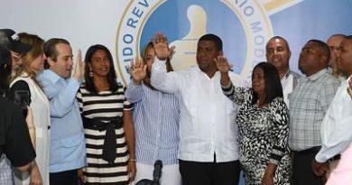 Ex dirigente reformista del distrito municipal de Maimón se juramenta con familiares y seguidores en el PRM