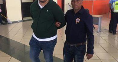 J-2 DETIENE AL FAMOSO NIÑO MALO EN EL AEROPUERTO INTERNACIONAL DEL CIBAO