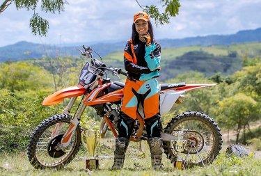 Jossiely Brito (14), en KTM, lista temprano para el campeonato nacional de motocross que inicia el sábado santo en La Gran Parada, Puerto Plata