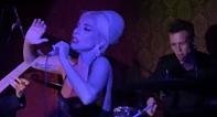 Lady Gaga irrumpe en un escenario de Los Ángeles y emociona con versiones de Frank Sinatra