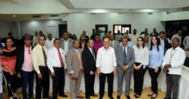 Montás se reúne con comunicadores y garantiza desarrollo de sus provincias