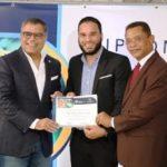 Oficina Senatorial entrega certificado sobre marketing político