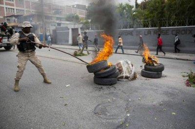 PELIGRO SE PRENDE HAITÍ  ; Oposición vuelve a las calles para exigir la renuncia del presidente