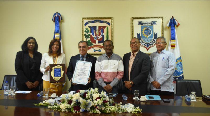 Alcaldía de Boca Chica declara hijo Adoptivo al SR. Carlos Loria Chávez.