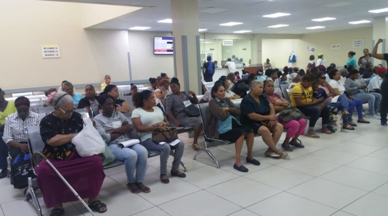 Moscoso Puello califica paro de labores como atentado a la vida de los pacientes; médicos contratados dan asistencia