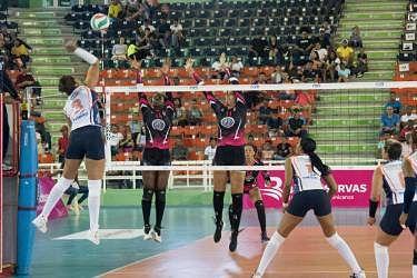 El triunfo de las Caribeñas eleva la intensidad por el liderato del torneo