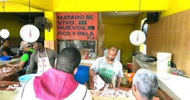 ¡ ARRIBA ¡ Precios del pollo alcanza los RD$60.00 en puestos de ventas. Amas de casas pegan el grito al cielo