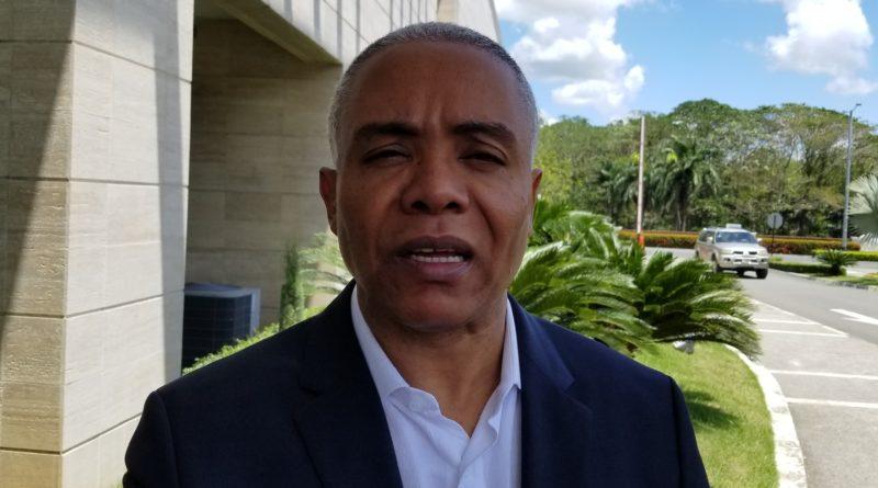 Exalcalde crítica no recojan la basura en Santo Domingo Norte