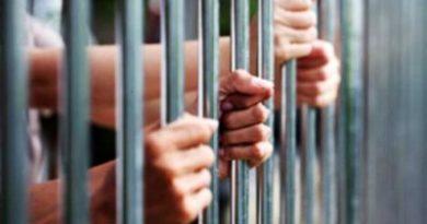 ATRAPAN SUPUESTO DELINCUENTE Acusado de robo de chivos 14 gallos dinero asesinato y venta de drogas