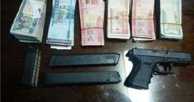 Allanan su casa por error y le llevan más de RD$100 mil y dos pistolas en Cenoví