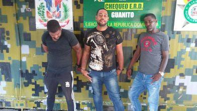 Apresan tres que supuestamente robaron celulares en tiendas de San Juan