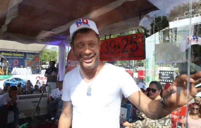 LITERALMENTE EL PAÍS DIO LA ESPALDA: Carlos Silver no logra por segunda vez entrar al libro de Récord Guinness