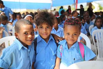 EN BUENA HORA ; Presidente Medina entrega dos modernas escuelas para 1,890 estudiantes en Valiente, Boca Chica