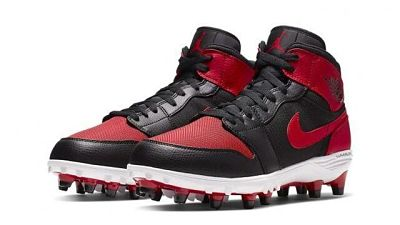 EXPANSIÓN; Michael Jordan lanza al mercado sus primeras botas de fútbol