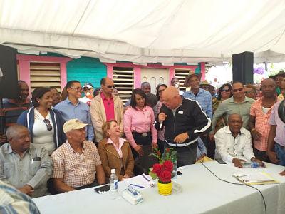En el Cercado dan apoyo a Yomaira Medina familias completas de dirigentes