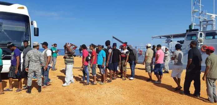 Liberan 57 pescadores dominicanos que guardaban prisión en Jamaica