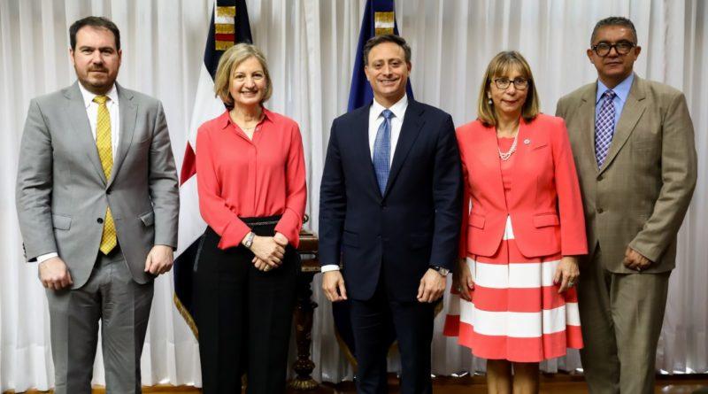Jean Rodríguez recibe delegación de la OEA