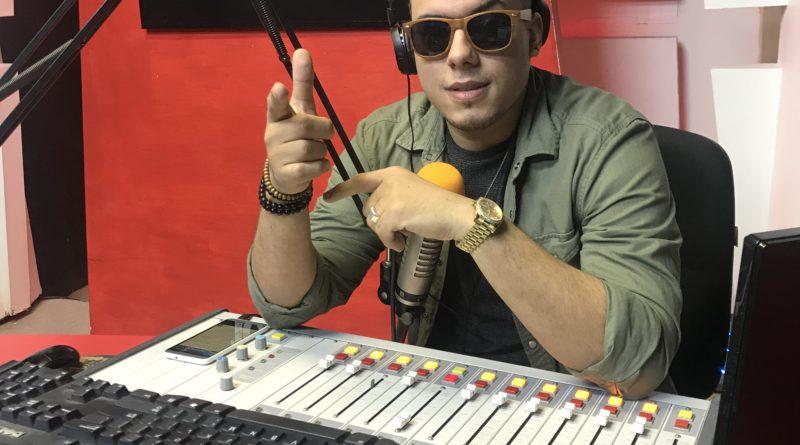 Comunicador El Peluche Radio logra cautivar la audiencia.