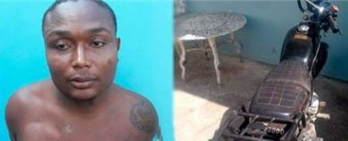 LE ECHAN EL GUANTE : PN apresa presunto asaltante y recupera motocicleta en Samaná