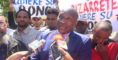 Obreros de Punta Catalina marchan en reclamo de bonificaciones