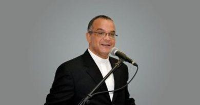POLÍTICA ;Sacerdote llama proteger Constitución de agresión