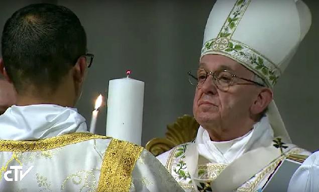 Durante Vigilia Pascual, el Papa llama a superar miedo, cerrazón y la desolación