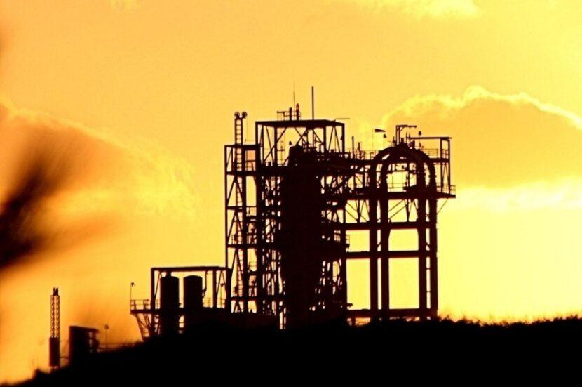 El petróleo supera los 74 dólares por barril y marca máximos anuales por la presión de EE.UU. sobre Irán