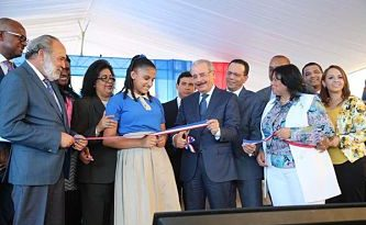 Presidente Danilo Medina entrega liceo para 945 estudiantes en Santo Domingo Este